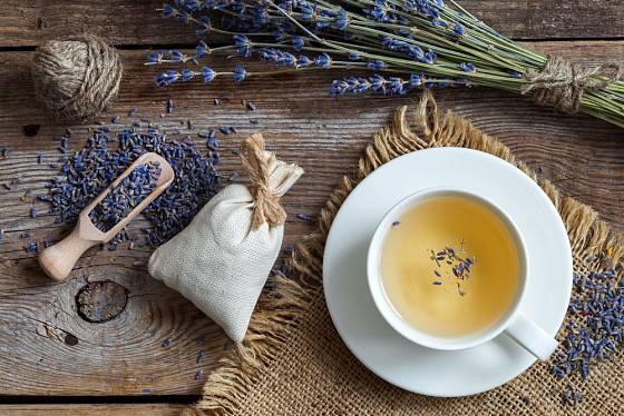 Levandulový čaj je voňavý a uklidňující