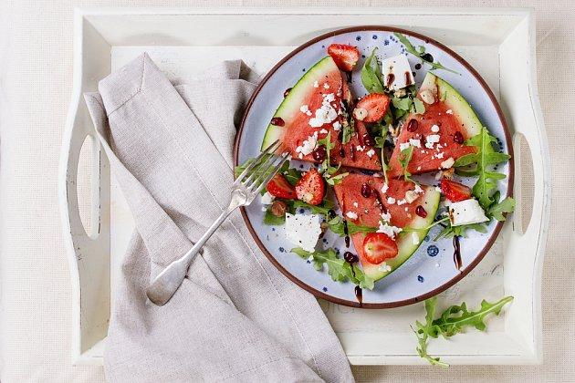 Kombinace jahod s melounem si zamilujete.
