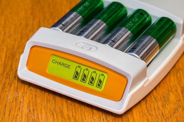 Dobíjení baterií šetří nejen vaši kapsu, ale i životní prostředí.