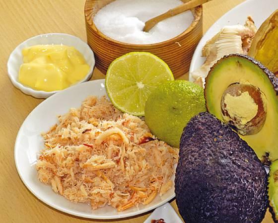 Labužnické avokádo plněné klouzky v humrové majonéze