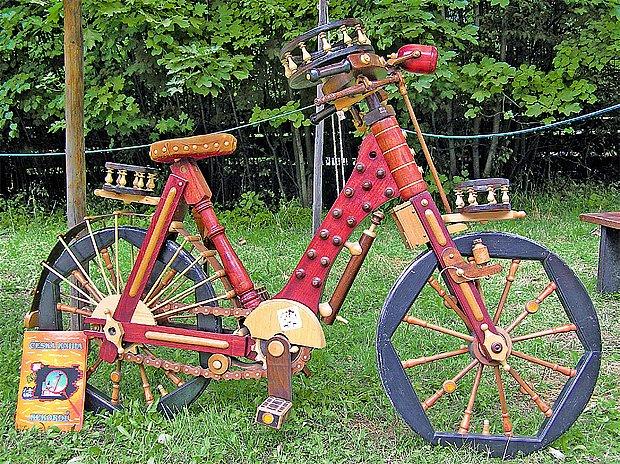 Funkční jízdní kolo ze dřeva