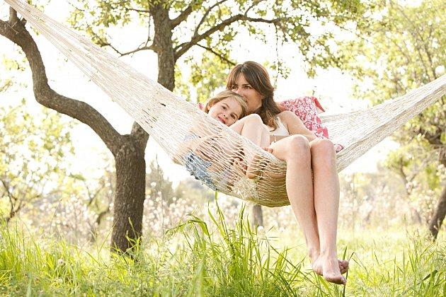 Využijte místo v zahradě pro závěsnou síť, lavičku nebo houpačku.
