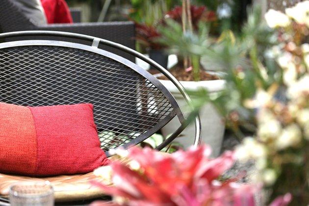 Zahradní kovové křeslo z tahokovu.