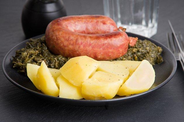 Někdo brambory přidá ke kapustě, jiný je vaří zvlášť. Je to jen na vás.