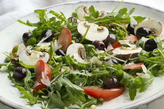 Syrové žampiony v salátu, chutné a léčivé