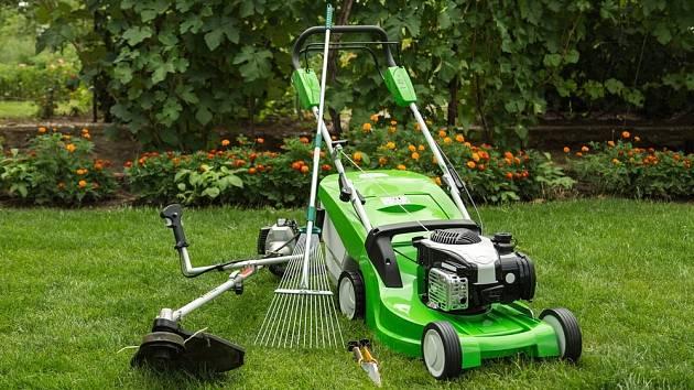 Rozhodující při výběru sekačky je, zda máme trávník, který sečeme pravidelně, nebo nanejvýš třikrát ročně