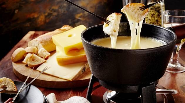 Fondue je jídlo skvěle chutnající i společenské