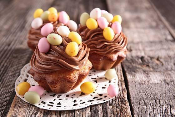 Se zdobením muffinů si můžete vyhrát a vyzkoušet různé polevy a krémy
