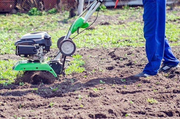 Půdu na naši zahradě můžeme sami kultivovat