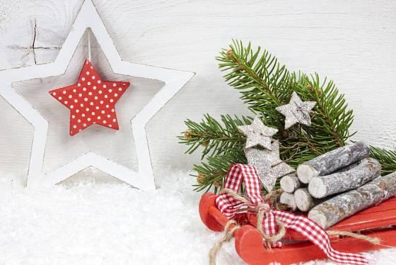 Hvězdy v jakémkoli provedení k Vánocům neodmyslitelně patří.
