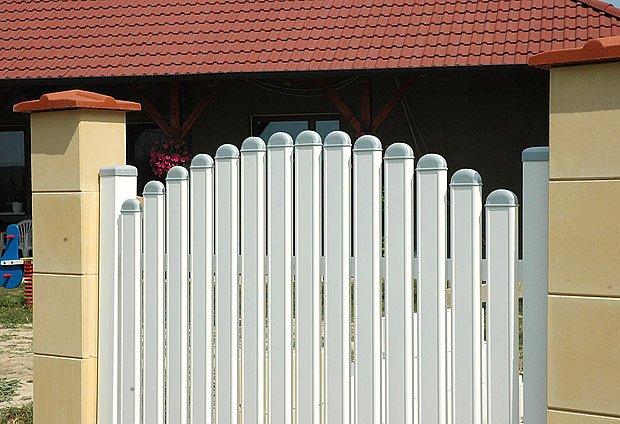 stavba plotu z vápenopískového zdiva Sendwix