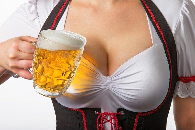 Pij hodně piva, aby ti rostla prsa...