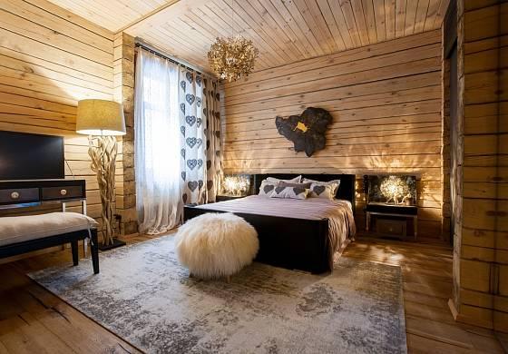Rustikálně laděné ložnice navozují venkovskou atmosféru.
