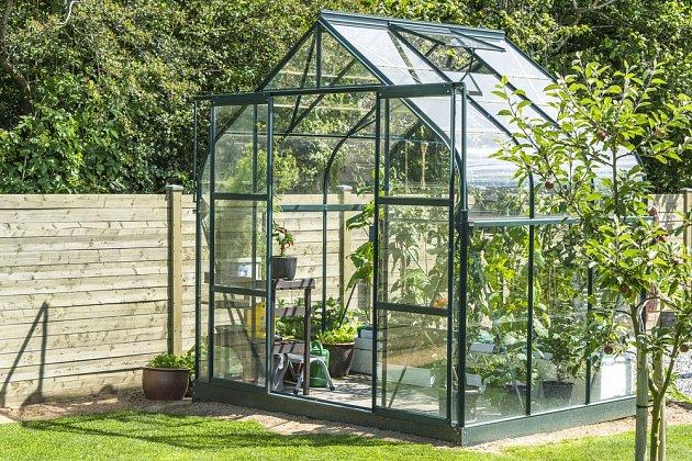 Z plexiskla se vyrábějí i skleníky.