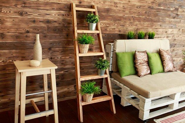 Zajímavé kousky mohou vzniknout i z dřevěných palet.
