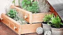 Zkuste vyrobit ze šuplíků třeba nové truhlíky na okno a vysaďte do nich bylinky.