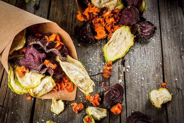 Sušením zelenina zesládne a poslouží i jako zdravé mlsání