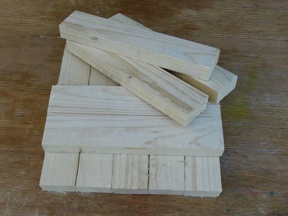 Výroba dřevěné trojnožky: Délka latí je pětkrát jejich šířka