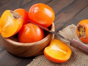 Plody kaki, známého též jako tomel nebo churma.