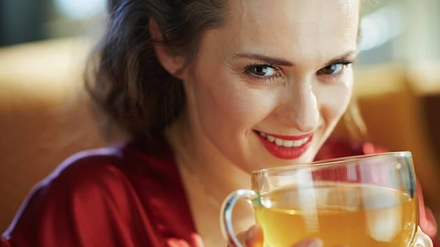 Zmírněte problémy spojené s menopauzou bylinkami.