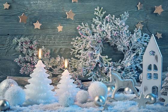 Bílá je hlavní barvou letošních Vánoc