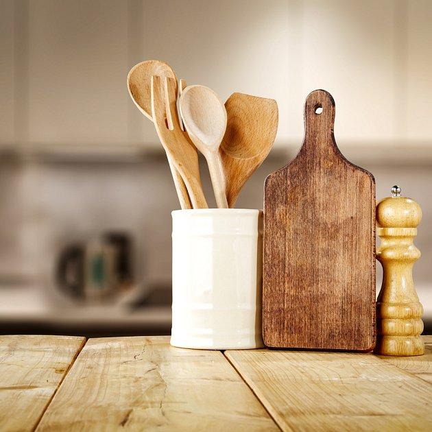 Celodřevěné kuchyňské potřeby do myčky rozhodně nepatří