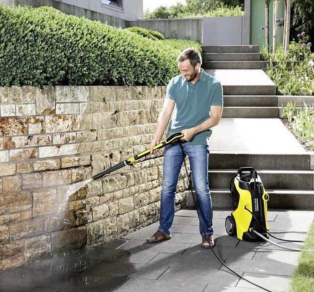 Výkonná wapka zvládne precizně vyčistit každou nečistotu kolem domu.