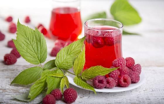 Čaj z listů a plodů maliníku.