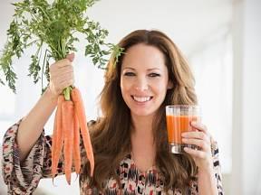 Trendem posledních let je užití syrové mrkve nejen do salátů a pomazánek, ale i její popíjení v podobě čerstvé šťávy.
