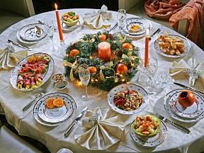 Slavnostní silvestrovská tabule.
