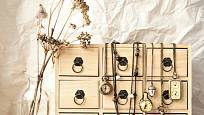 Šperkovnice do dívčího pokoje - rovněž skvělý nápad na předělávku šuplíků.