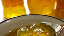 Citrusovou marmeládu si můžete připravit i doma.