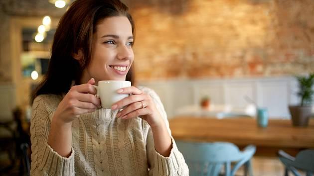Uvařte si doma kávu bez sedliny čili lógru.