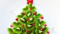 vánoční stromek z kiwi a granátového jablka