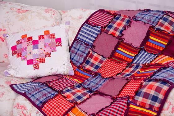 Pomocí techniky quiltu lze vyrábět nejrůznější bytové dekorace.
