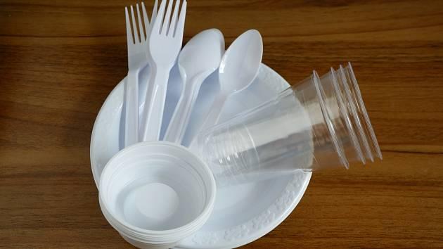 Mnoho lidí používá plastové výrobky nesprávně.
