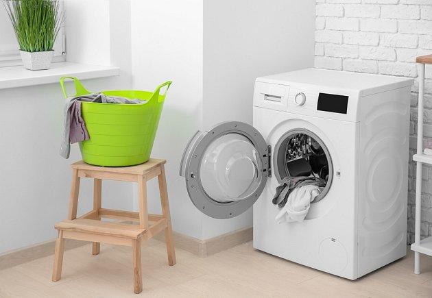 Tajemstvím alobalu, který se přidává do bubnu pračky, je likvidování elektrostatické elektřiny