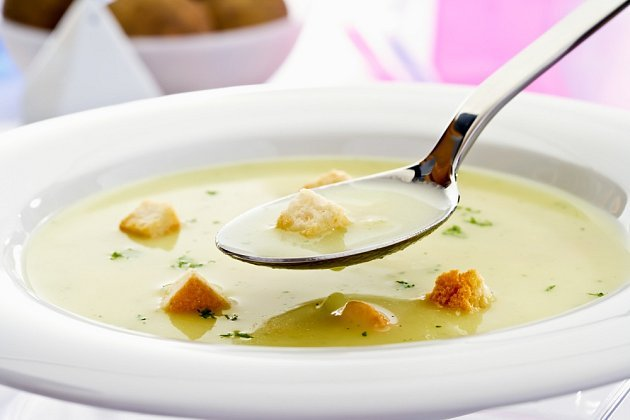 Bramborová polévka s krutony