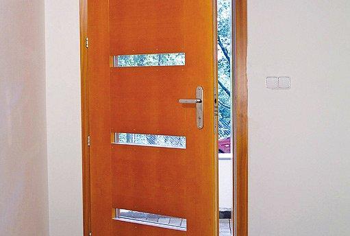 vstupní dveře bez zabezpečení