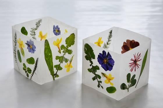 Květinové lampičky mohou být i půvabným dárkem