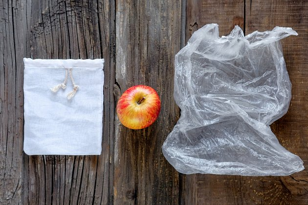 Do látky nebo do plastu?