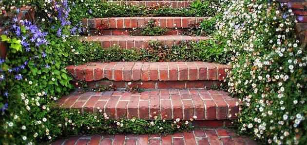 Cihlové schody, poheldné i bezpečné