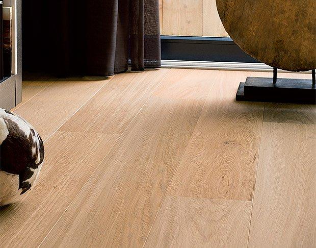 Dřevěná plavoucí podlaha.