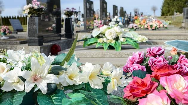 Výzdoba hrobů je sezónní záležitost
