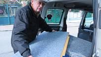 Spodní deska zůstává, dvě další vytvoří prodloužení spací plochy. Starší typ Citroenu Berlingo