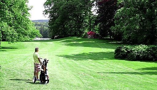 Park a golfové hřiště ve Štiříně
