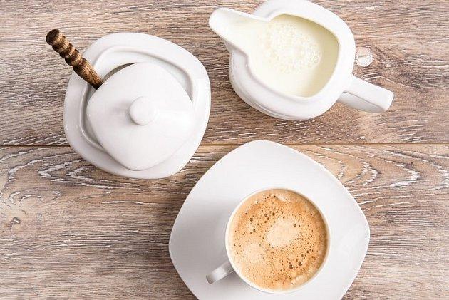 Dalšími skrytými zabijáky jsou mléko, smetana a cukr, které jsou s kávou spojeny