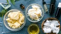 Na výrobu domácího opalovacího krému jsou vhodná různá másla a oleje