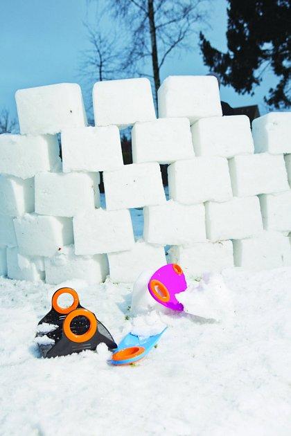 pro děti je budování sněhových staveb prima zábava