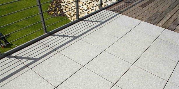 Terasová dlažba zdůrazní prostor, a navíc ji můžete kombinovat s dalšími materiály. Jako v případě dlažby BEST – TERASOVÁ TOKARO.
